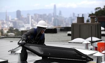 Installateurs fotovoltaïsche zonne-energie moeten panelen combineren met warmtepompen, zegt studie