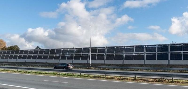 Alle 136 geluidswerende zonnepanelen van geluidsscherm Solar Highways geplaatst