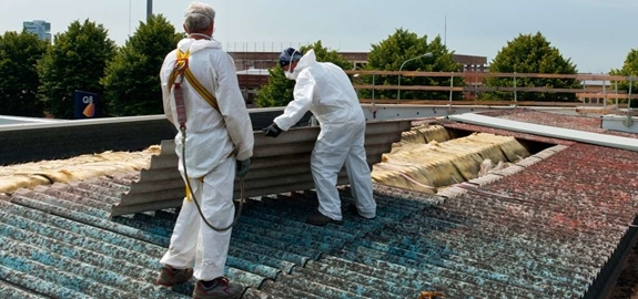 Essent vervangt asbestdaken door zonnepanelen
