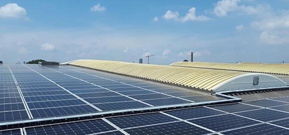 6100 zonnepanelen voor NMBS werkplaats in Vorst