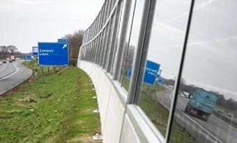 Geluidsscherm met zonnepanelen uitvoerig getest: 'Dit is het geluidsscherm van de toekomst'