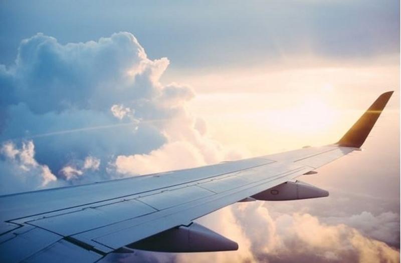 Elektriciteit in plaats van diesel voor vliegtuigen op luchthavens Royal Schiphol Group
