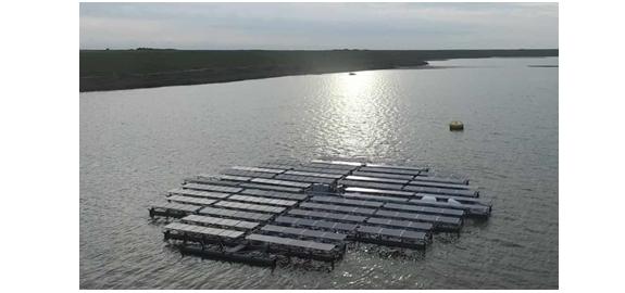 Nederlandse ingenieurs bouwen 's werelds grootste drijvende zonzoekende zonnepark ter wereld