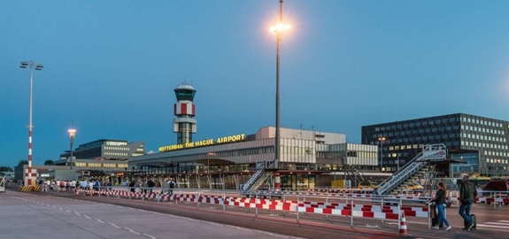 Proef met duurzame kerosine op luchthaven Rotterdam