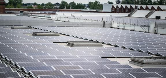 Ontex neemt 7.200 zonnepanelen in gebruik: grootste Vlaams dakgebonden pv-systeem sinds 2013