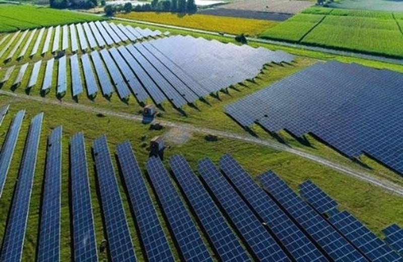 Meer elektriciteit van zonneparken op net mogelijk met slimme regelaar