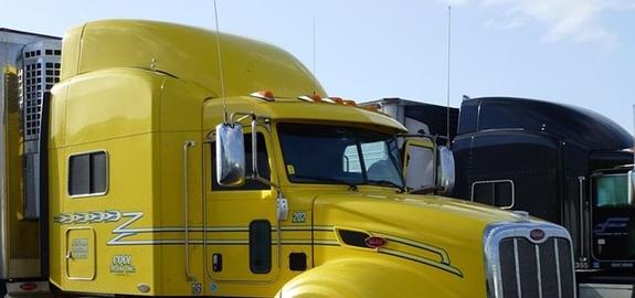 Onderzoek naar productie van zonne-energie met vrachtwagenzeilen of raamgordijnen