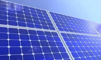 Succesvolle pilot uitgevoerd met oprolbare zonnepanelen voor sportvelden