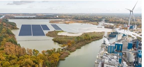 Vlaams Minister Zuhal Demir stelt eerste drijvend zonnepark van Vlaanderen in werking