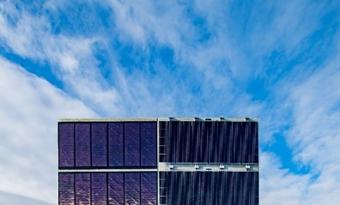 Geluidsschermen met geïntegreerde zonnepanelen tonen hun grote energiepotentieel