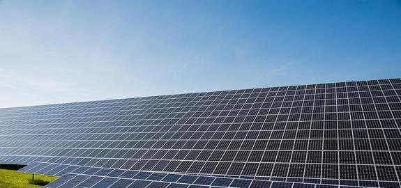 Vlaamse minister Demir: Vlaamse stortplaatsen inzetten voor zonneparken en natuur