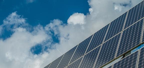 Wereldwijde verkoop van zonnepanelen groeit in 2021 naar nieuw record