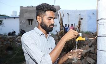 23-jarige ingenieur bouwt een windturbine die zowel elektriciteit als water kan genereren.