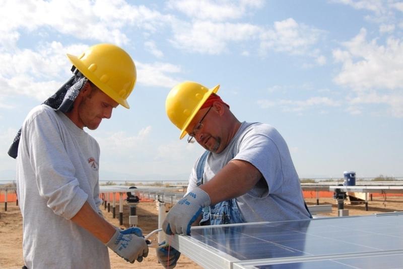 Een wereld van schone energie kan miljoenen nieuwe banen opleveren