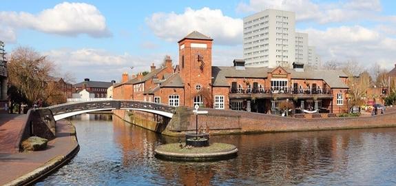 West Midlandse kanalen in Groot-Brittannië helpen ziekenhuizen te verwarmen door middel van hernieuwbare energie