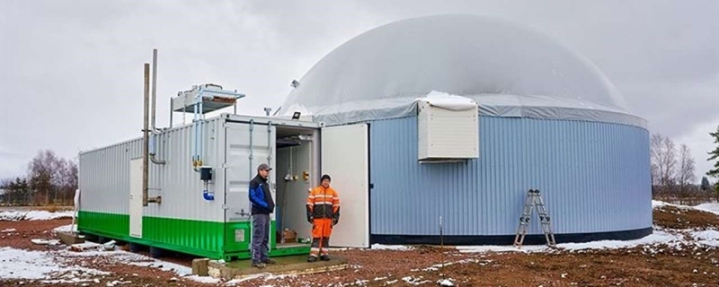 In Finland tankt men biogas van koeienmest direct bij de boer
