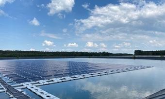 Eerste drijvende zonne-energiecentrale aangesloten op virtuele energiecentrale