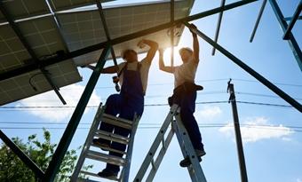 IRENA stelt energietransitie centraal op de agenda voor duurzaam herstel