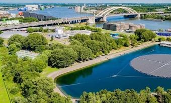 Grootste drijvende zonnepark van Europa geopend in Rotterdam