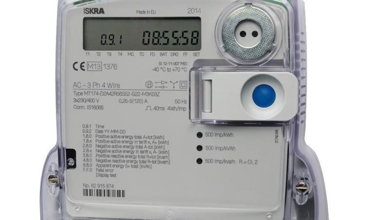 Heb je zonnepanelen én een digitale meter, dan moet je een teruglevercontract afsluiten. Hoe doe je dat?
