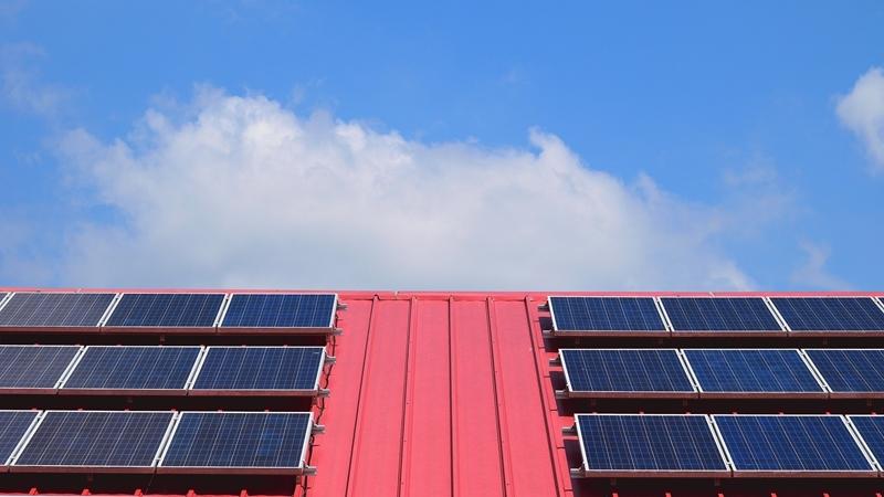 Zonnepanelen en een analoge meter? Ook dan kan het interessant zijn om van energieleverancier te veranderen.