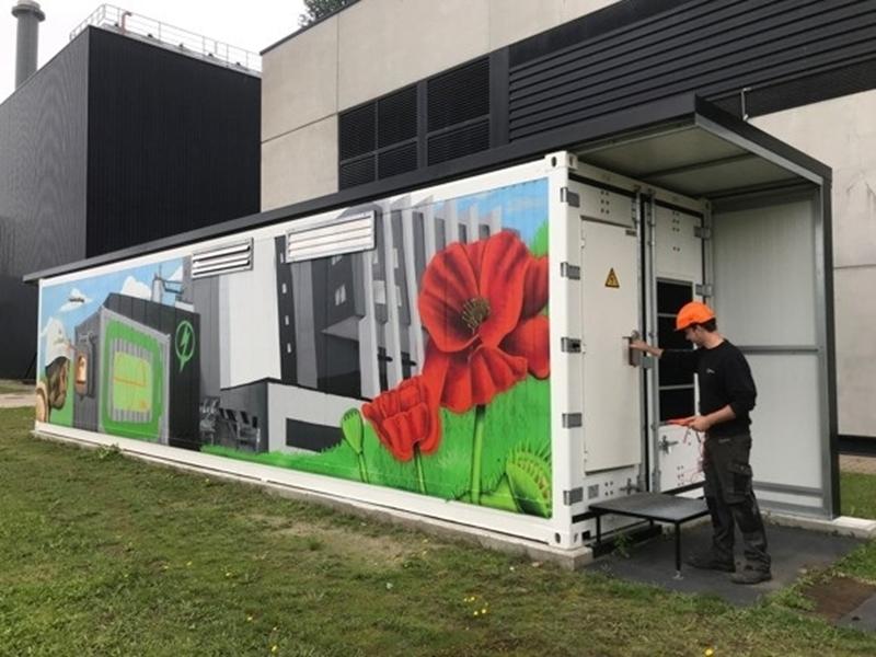 Grote 'container batterij' zorgt ervoor dat licht blijft branden: testproject Biostoom houdt stroomvoorziening stabiel